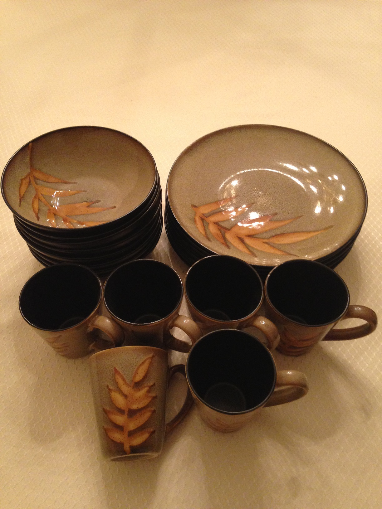 Used     Dinnerware Set of 6 inc Mugs, Cups, and Plates