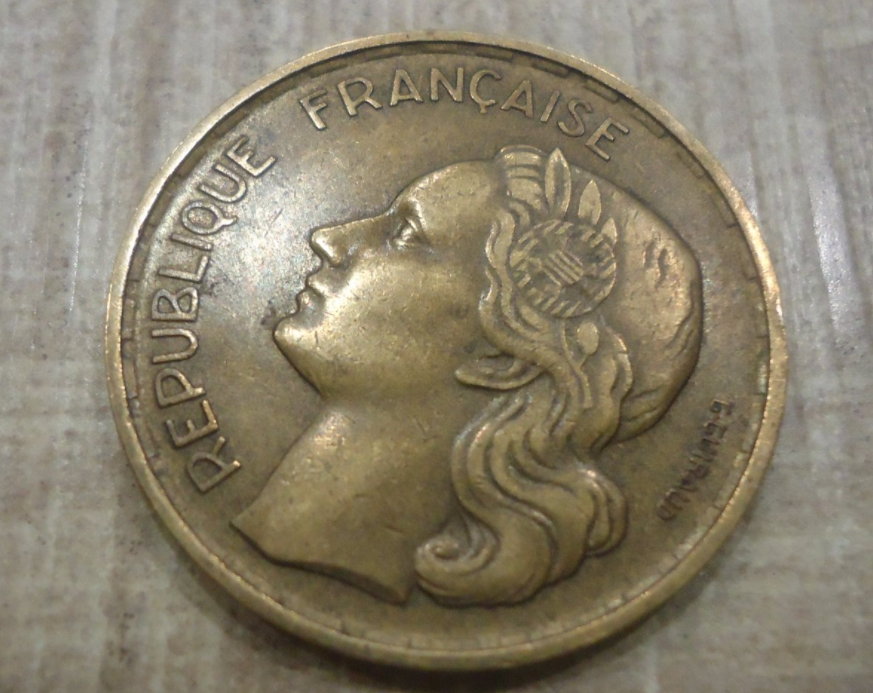 Used  1952 France  20 Francs Coin