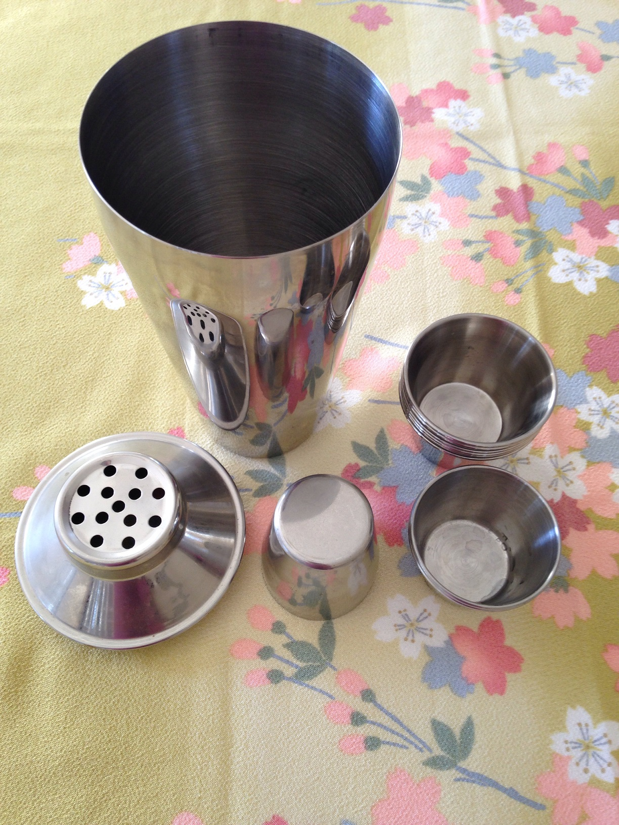 Used     Cocktail Shaker and Measuring Cups