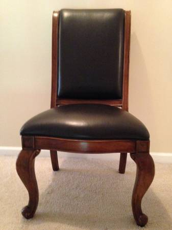 Like New      Wooden accents chair with dark brown leathe...
