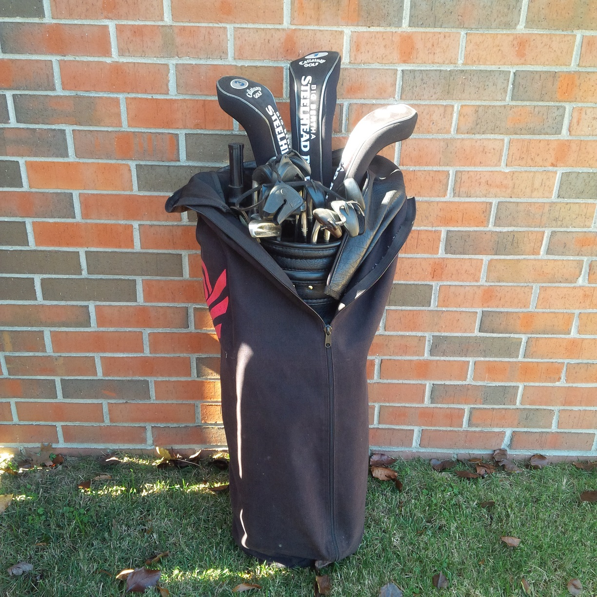 Used   Callaway  Set of Golf Clubs including Bag and Umbr...