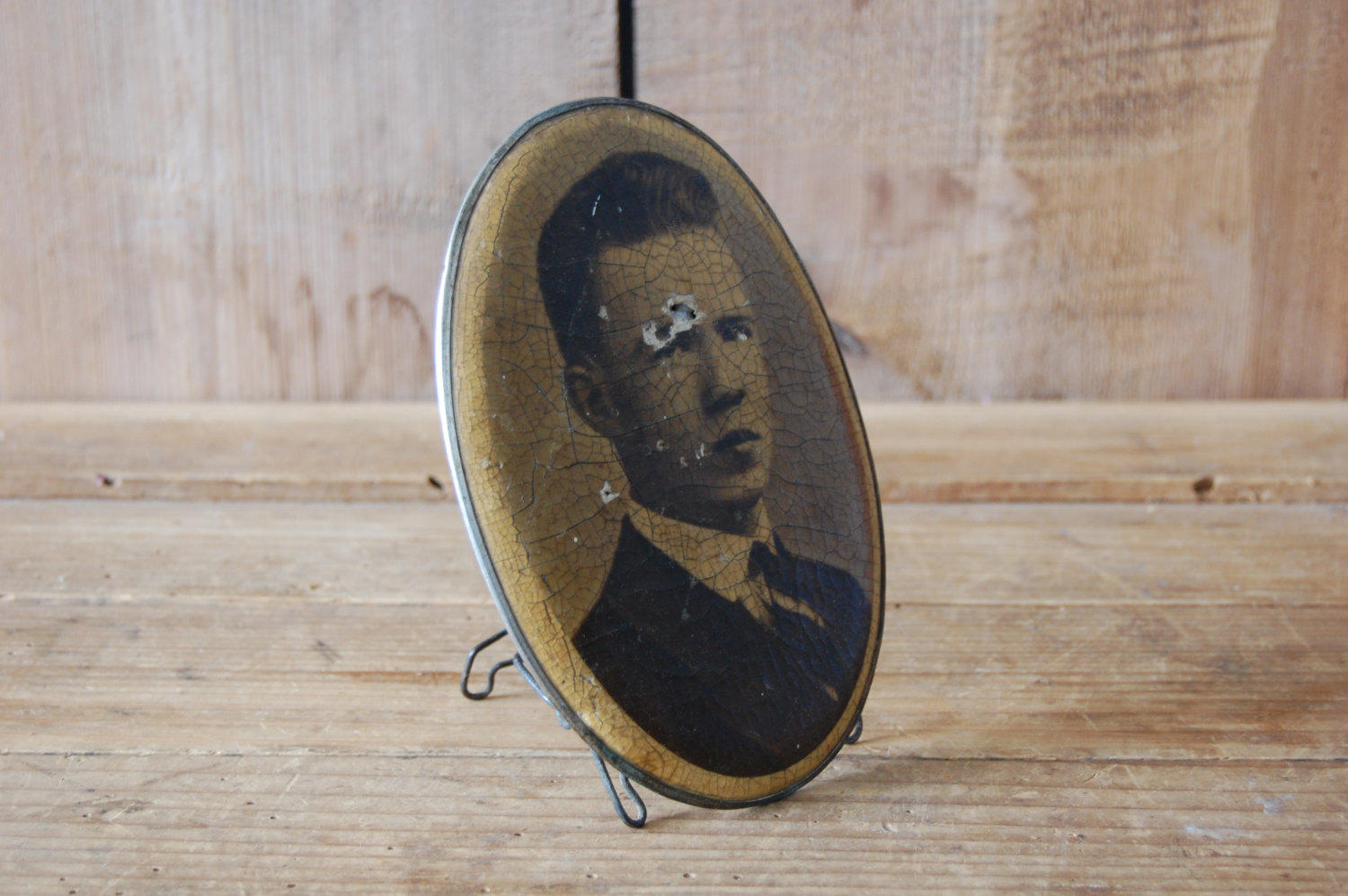 Used     Antique Oval Portrait Picture of a Man