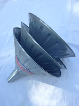 New   Delphos 605 Lot of 3 Galvanized Steel 4qt Funnels