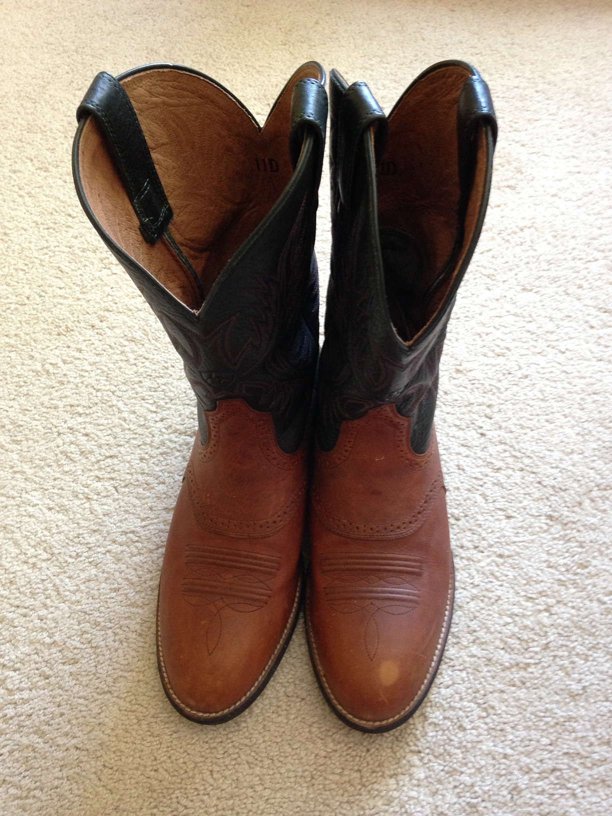 Used Mens  Ariat  Leather Western Cowboy Boots Size US 11...
