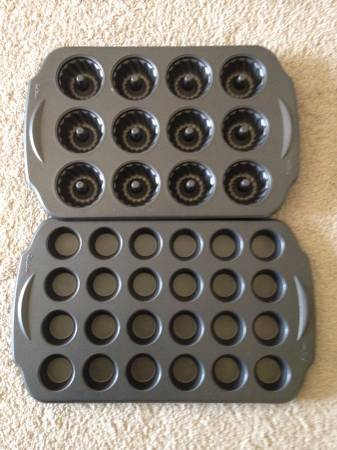 Like New     Muffin pan sets